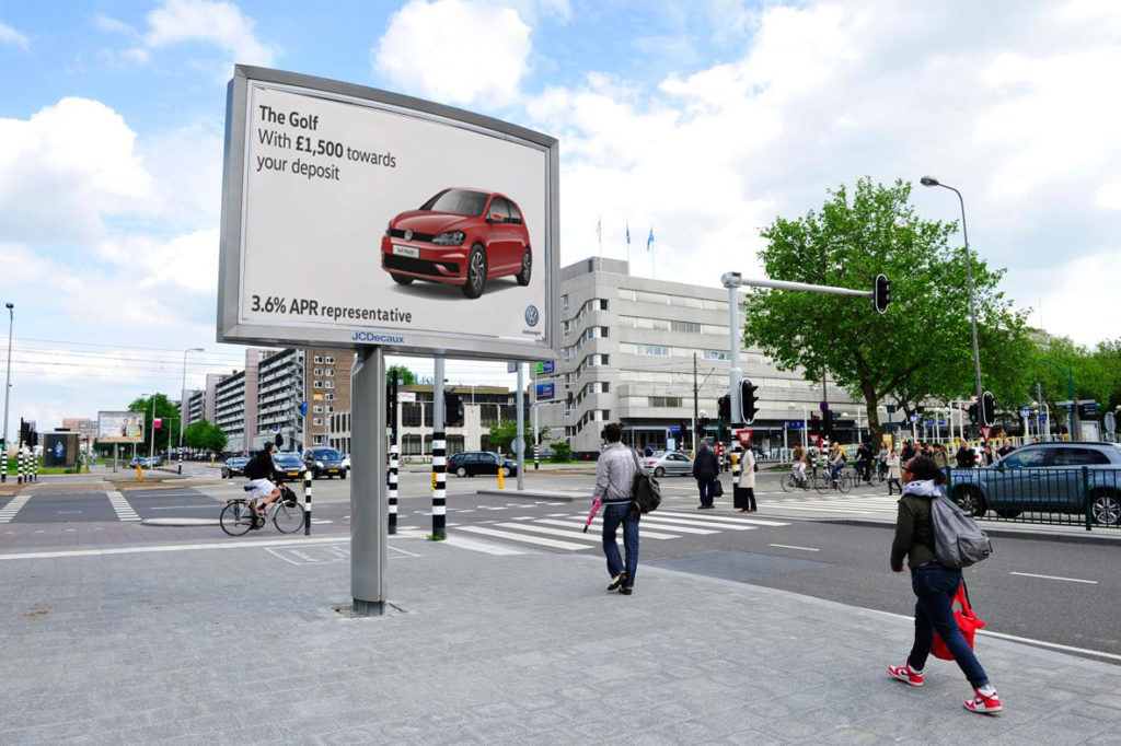 Why Billboard Advertising has The Potential to Boost ROI in the Automotive Sector